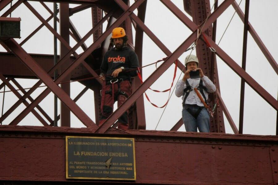 Diego Artola organiza un evento de marketing Online en el Puente Colgante